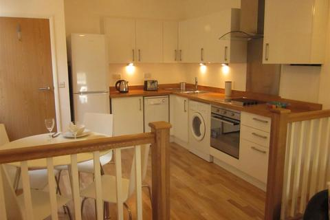 3 bedroom flat to rent - Undine Street, London