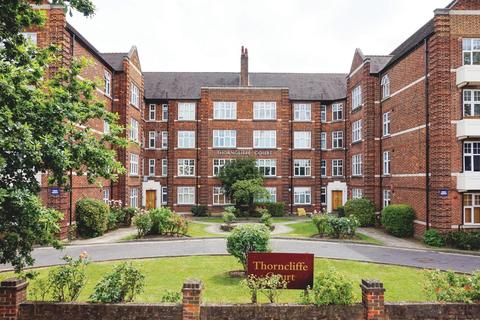 2 bedroom flat for sale - Thornclife Court, Kings Avenue, SW4