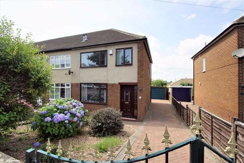 3 bedroom end of terrace house for sale - Field End, Leeds