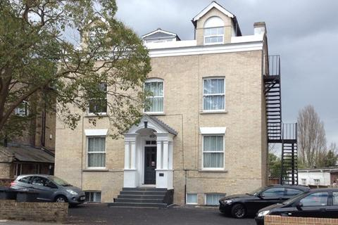 Studio to rent - 176 New London Road, Chelmsford CM2