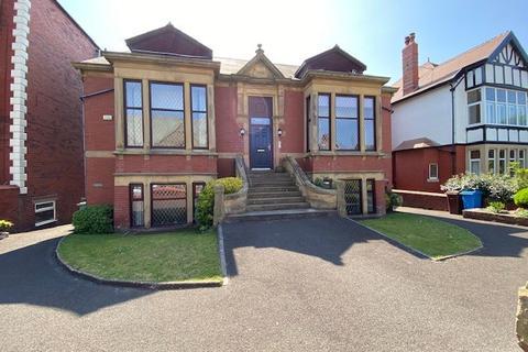 2 bedroom apartment to rent - St. Thomas Court, 24 St. Thomas Road, Lytham St. Annes, Lancashire, FY8