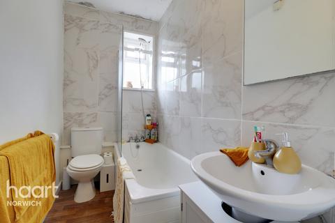 2 bedroom flat for sale - Theobald Road, Norwich