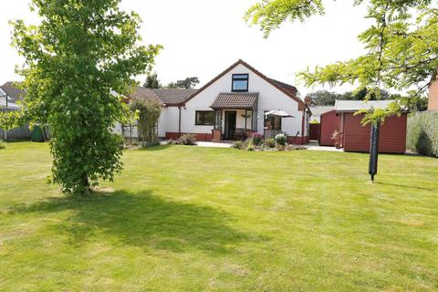 3 bedroom detached bungalow for sale - Pyebush Lane, Acle, Norwich, NR13