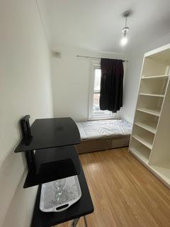 Studio to rent - Welling High Street, Welling, Kent, DA16