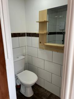 1 bedroom property to rent - 29 Cross Flatts Crescent, LEEDS LS11