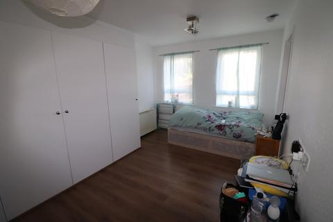 Studio to rent - Sellwood Drive, Barnet