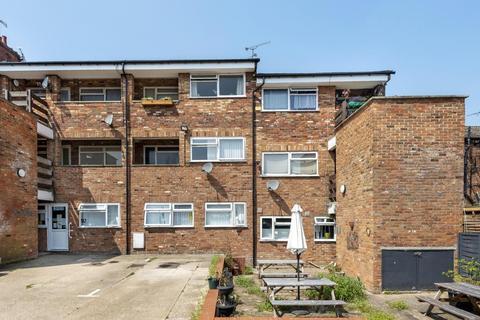 2 bedroom flat for sale - Frobisher Court,  Aylesbury,  HP20