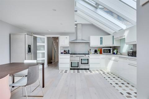 5 bedroom terraced house to rent - Studdridge Street, London