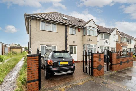 7 bedroom semi-detached house for sale - Avon Road, Greenford
