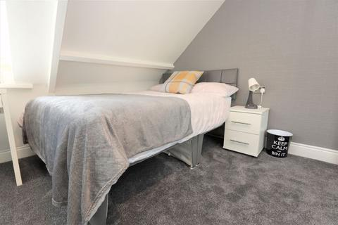 1 bedroom in a flat share to rent - En-suite Room, Whitehall Road, Gateshead