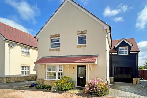 4 bedroom detached house for sale - Yew Tree Close, Launton