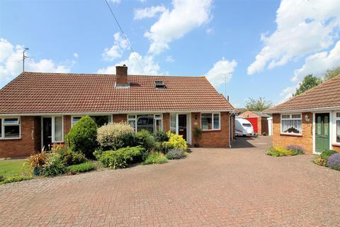 3 bedroom bungalow for sale - Windermere Close, Aylesbury
