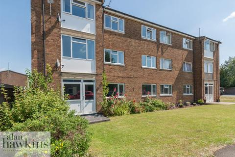 2 bedroom apartment for sale - The Lawns, Royal Wootton Bassett SN4 7