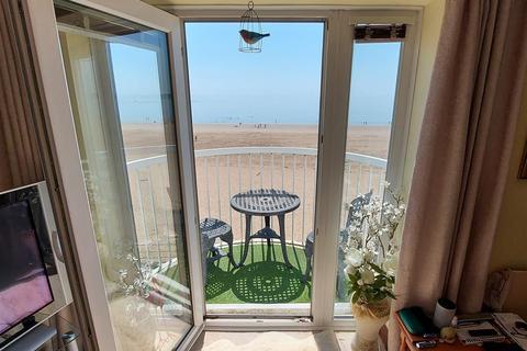 2 bedroom apartment for sale - Marine Walk, Marina, Swansea
