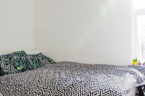 2 bedroom detached house to rent - Hyde Park Terrace, Leeds LS6 1BJ