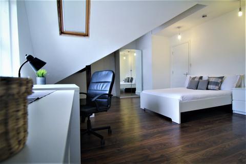 5 bedroom detached house to rent - Kelso Road, Leeds LS2 9PR