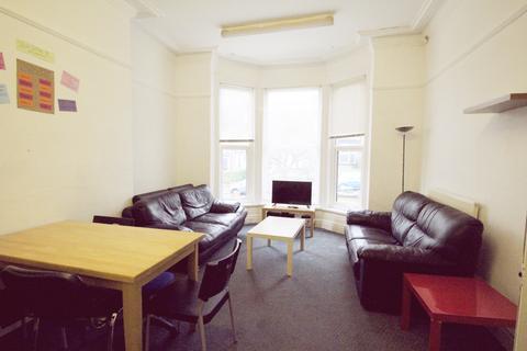 6 bedroom terraced house to rent - Kelso Road, Leeds LS2 9PR