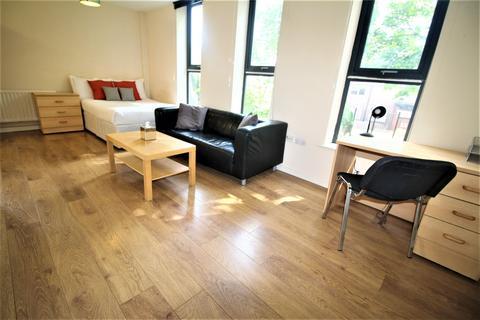 Studio to rent - Clarendon Road, Leeds LS2 9NZ