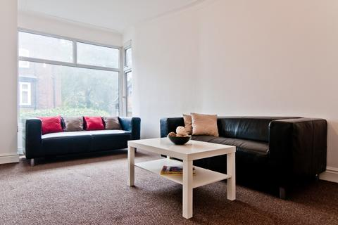 4 bedroom detached house to rent - 66 Manor Drive,  LS6 1DD