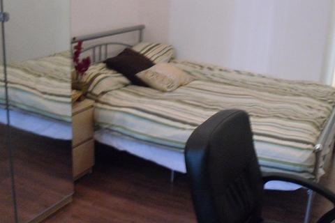 Studio to rent - 32 KELSO ROAD, Leeds LS2 9PR