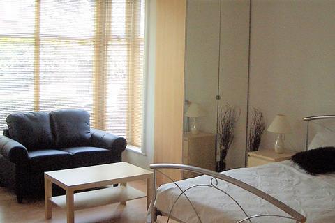 Studio to rent - Brudenell Road, Leeds LS6 1HA