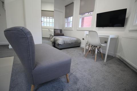 Studio to rent - 221 Woodhouse Street, Leeds LS6 2UZ