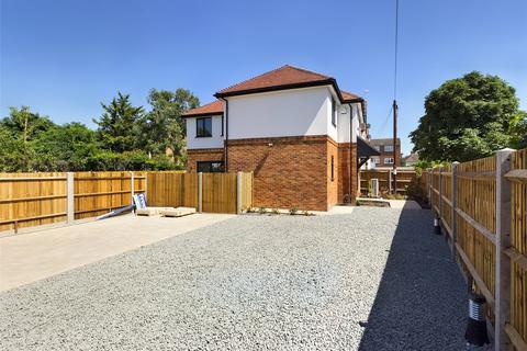 3 bedroom detached house for sale - Elmsway, Ashford, Middlesex, TW15