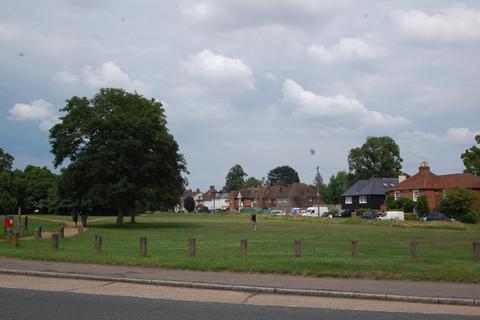 4 bedroom semi-detached house for sale - Boscombe, Oxford Road, Gerrards Cross, Buckinghamshire, SL9