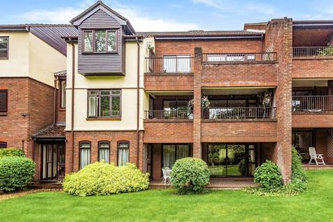3 bedroom apartment for sale - Raylands Mead, Bull Lane, Gerrards Cross, Buckinghamshire, SL9