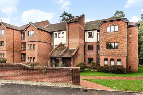 4 bedroom apartment for sale - Raylands Mead, Gerrards Cross, Buckinghamshire, SL9