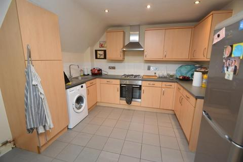 2 bedroom apartment to rent - Harvey Road, Slough, Berkshire, SL3