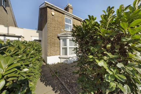 3 bedroom semi-detached house for sale - Laleham Road, Staines-Upon-Thames, Middlesex, TW18