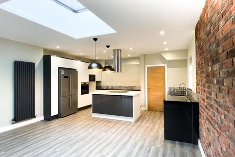 4 bedroom semi-detached house to rent - Upton Drive, Chester