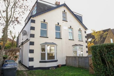 4 bedroom semi-detached house to rent - Leicester Road, New Barnet, Hertfordshire, EN5