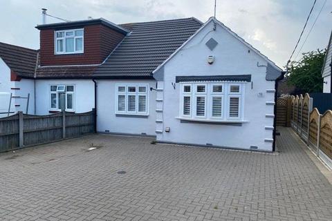 2 bedroom bungalow for sale - Burns Avenue, Pitsea