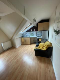 Studio to rent - 2 Mafeking Mount, LEEDS LS11
