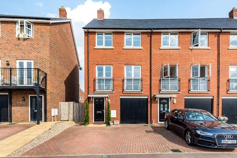 4 bedroom end of terrace house for sale - Aylesbury,  Buckinghamshire,  HP18