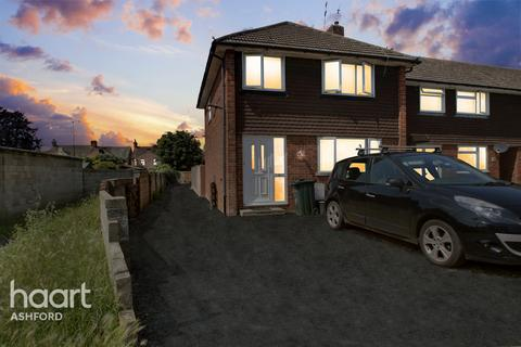 3 bedroom end of terrace house for sale - Mead Road, Ashford