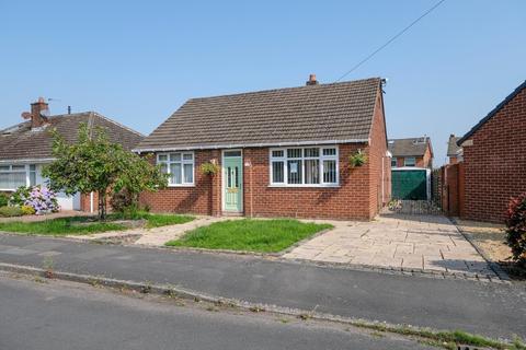 2 bedroom detached bungalow for sale - Heyes Drive, Lymm