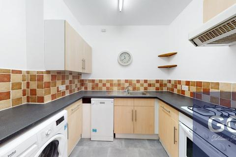 3 bedroom apartment to rent - Balham Hill, London, SW12