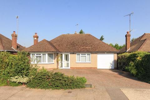 2 bedroom detached bungalow for sale - Grove Park, Tring