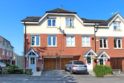 4 bedroom townhouse for sale - Heywood Gardens, Prestwich, Manchester