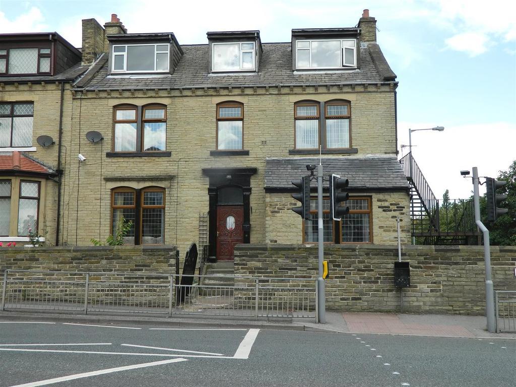 7 Bedrooms Terraced House for sale in Leeds Old Road, Thornbury, Bradford, BD3 8JX