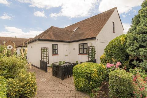 2 bedroom bungalow for sale - School Lane, Wingham