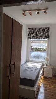 5 bedroom house share to rent - Netherwood Road, Shephards Bush, London, W14 0