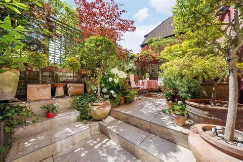 2 bedroom flat for sale - Wedderburn Road, Hampstead