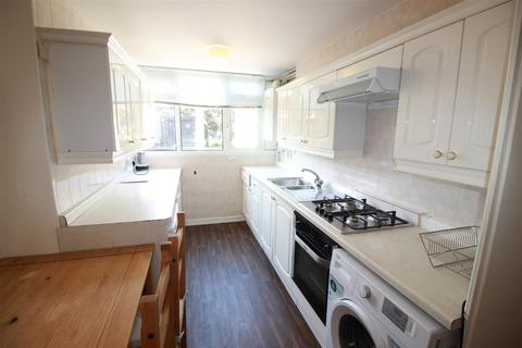 3 bedroom terraced house to rent - Barchester Close, Uxbridge