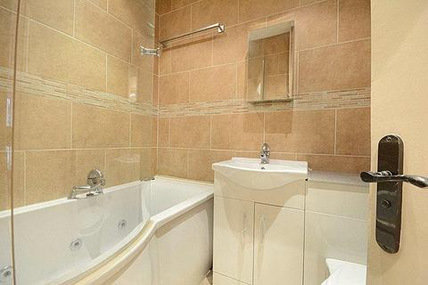 2 bedroom flat to rent - Holland Road, London