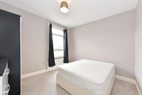 1 bedroom in a flat share to rent - Wardo Avenue, Fulham, SW6