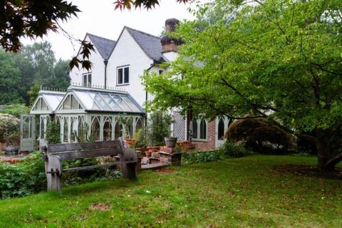 6 bedroom detached house for sale - Wallage Lane, Rowfant, Crawley Down